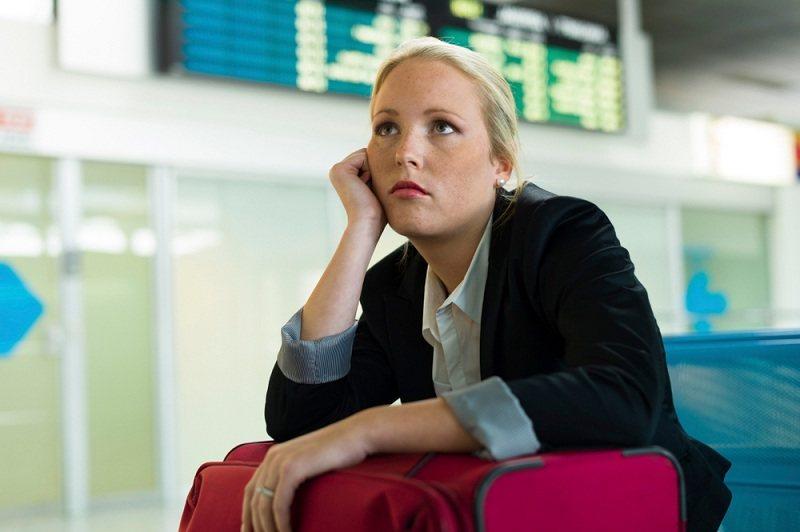 Женщина с разбитым сердцем после измены мужа в командировке