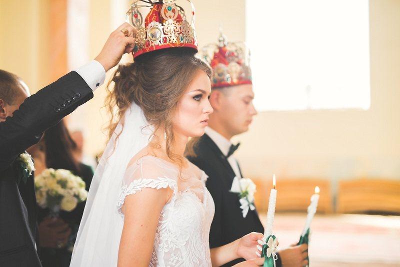 Женщина венчается с мужчиной, но не догадывается о его измене
