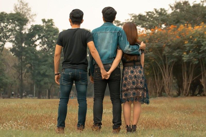 Любовный треугольник: девушка, парень и ее любовник