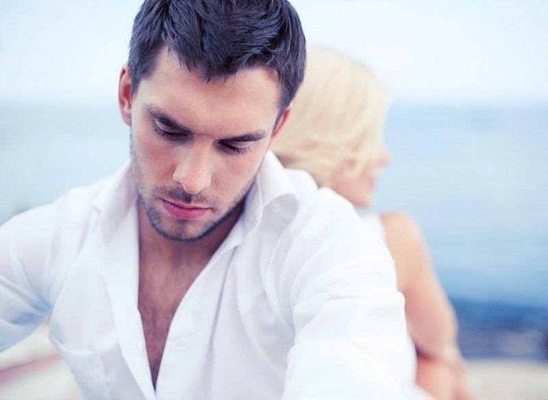 Молодой человек ни как не может забыть бывшую жену