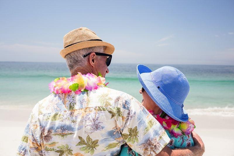 Пожилые супруги путешевствуют