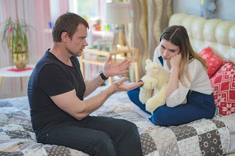 Отец дочери не разрешает встречаться с парнем
