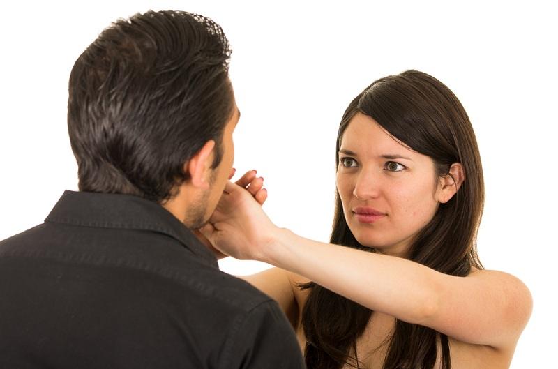 Мужчина и женщина пытаются помириться после измены, осознав что это грех