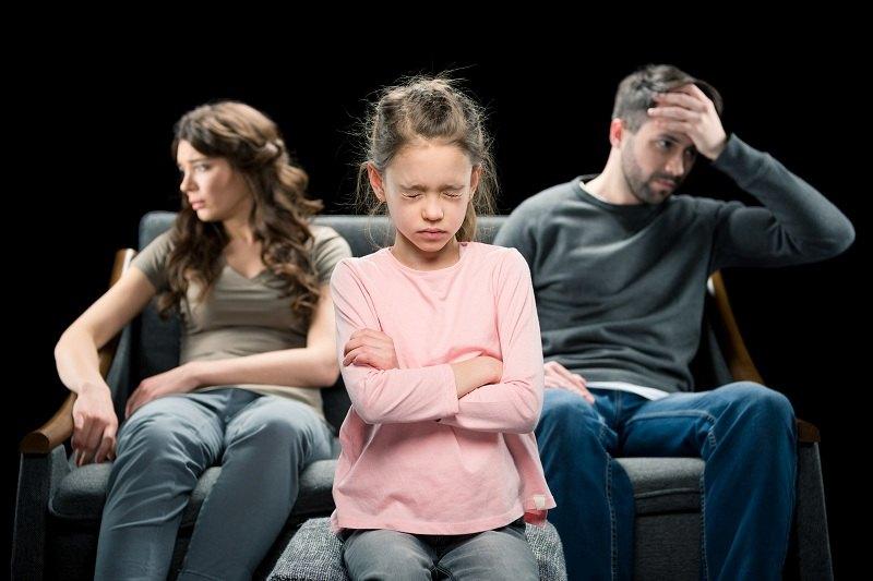 От проблем в отношениях между супругами страдают дети