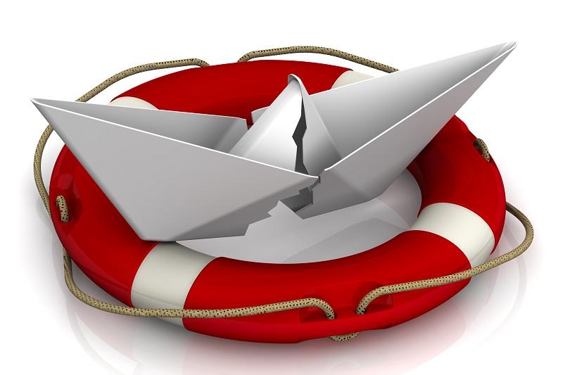 Спасательный круг и разбитый корабль
