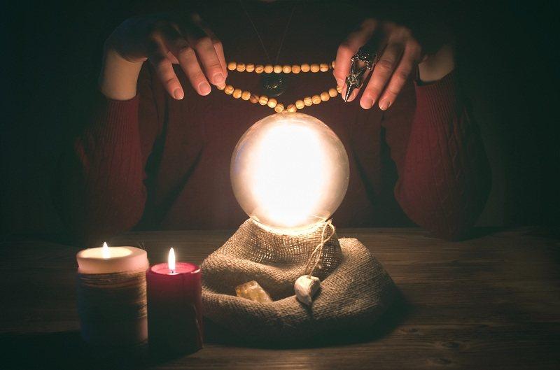Один из способов привлечения внимания и любви мужчины - это магия