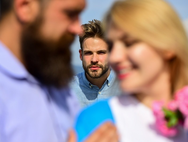 Муж застукал жену с другим мужчиной