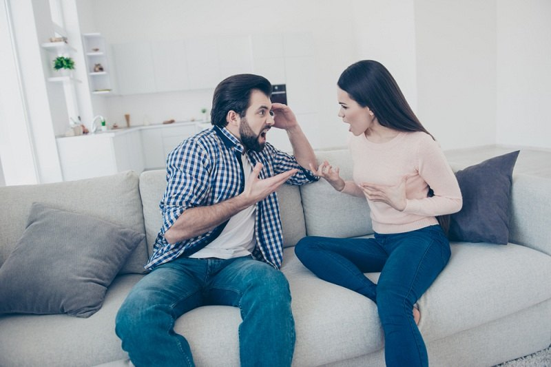 Супруги ссорятся через месяц после свой свадьбы