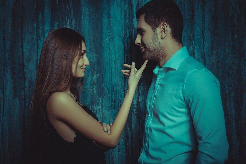 Любовница соблазняет женатого мужчину