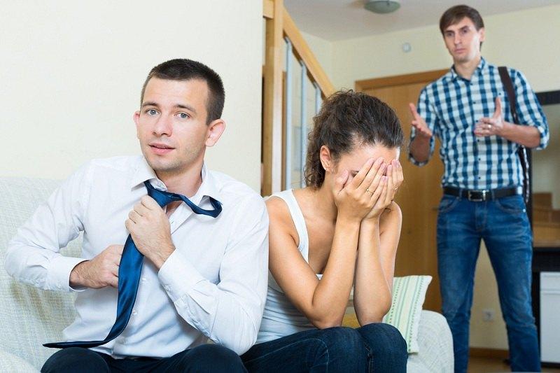 Муж застукал жену с другим