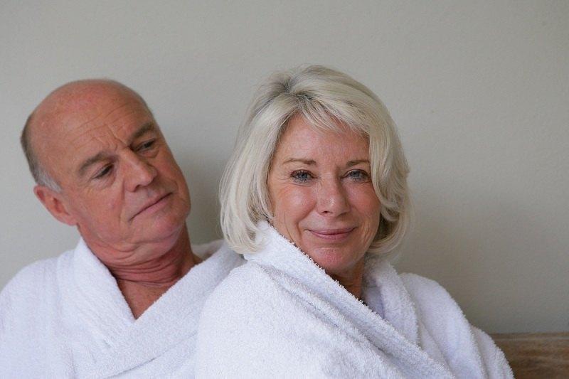 Мужчина и женщина решили развестись в 60 лет
