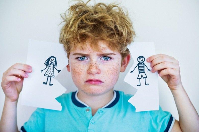 Ребенок страдает из-за развода родителей
