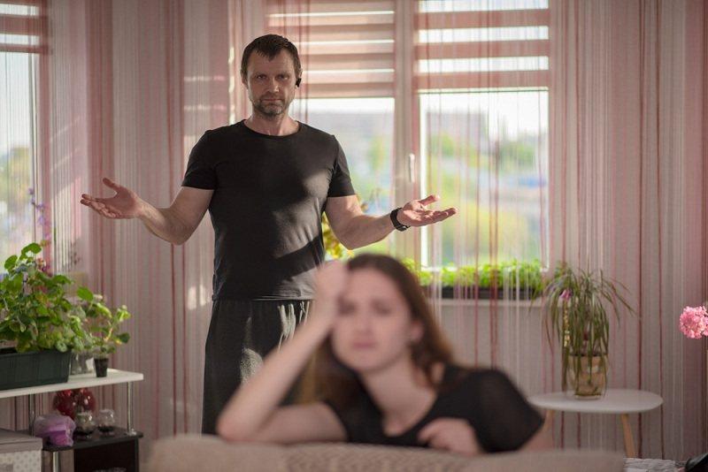 Бывший муж пытается наладить отношения с ребенком после развода