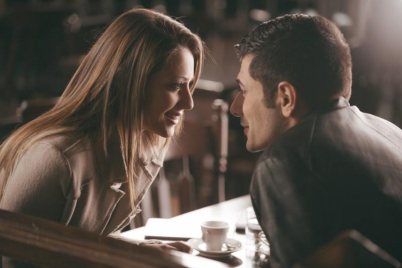 Женщина пытается удержать мужа и спасти с ним отношения