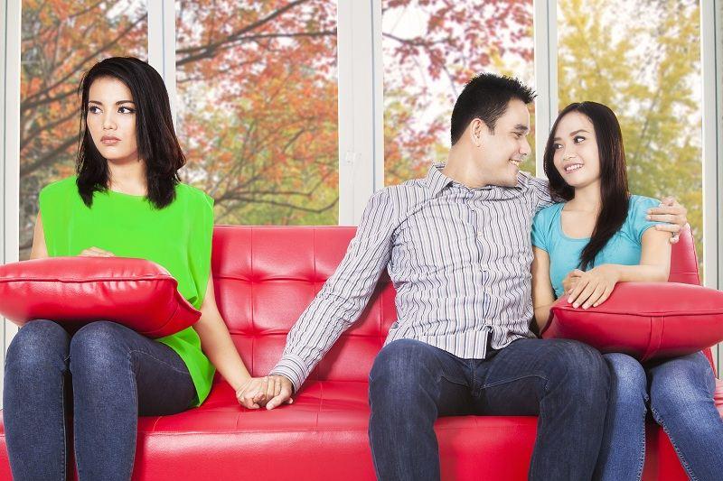 Муж с удовольствием рассказывает о своих любовных похождениях и изменах