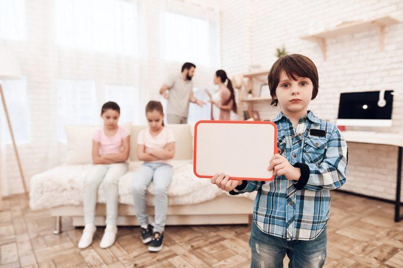 У ребенка из многодетной семьи разводятся родители
