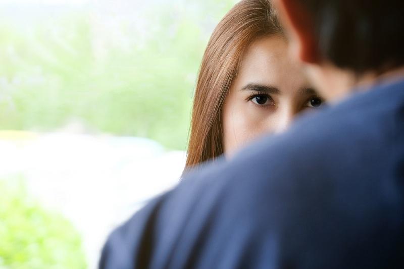 Женщина влияет на своего супруга и управляет им