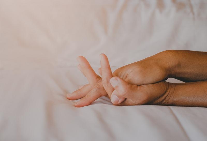 Любящие руки мужчины и женщины