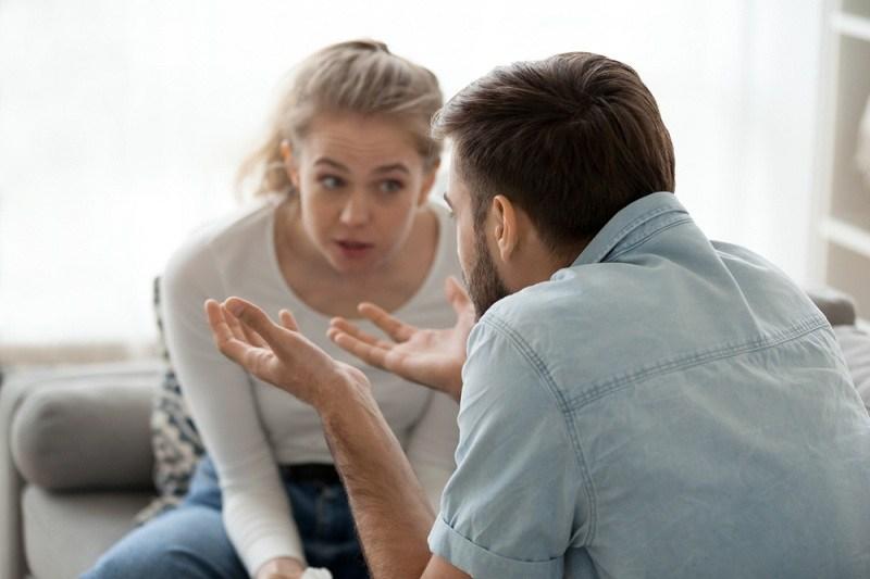Супруги обсуждают свою семейную жизнь - развод неизбежен