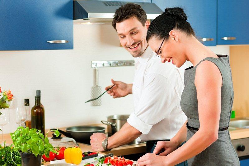 Женщина очень обижается что мужчина не говорит её, что любит, однако помогает ей во всех домашних делах