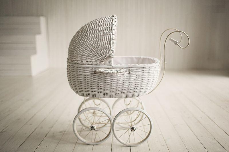 Детская коляска на фоне новой квартиры - у супругов родился первенец и начался кризис отношений