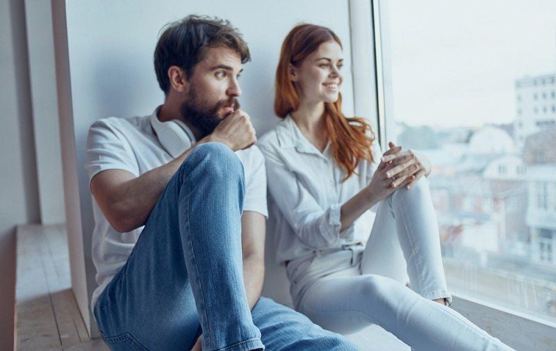 Муж и жена пытаются вернуть прежние отношения в семье путем диалога