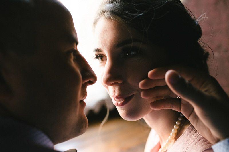 Романтическое свидание двух молодых людей