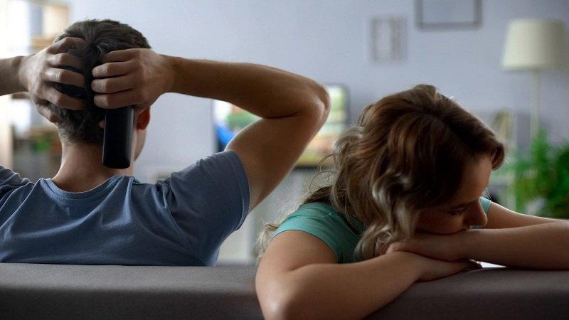 Супруги не разговаривают уже несколько дней из-за семейного кризиса в их семье