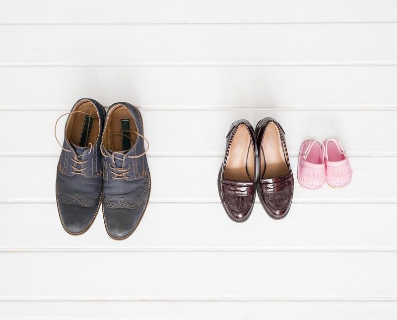 Обувь мужская находится в разводе от женской и детской