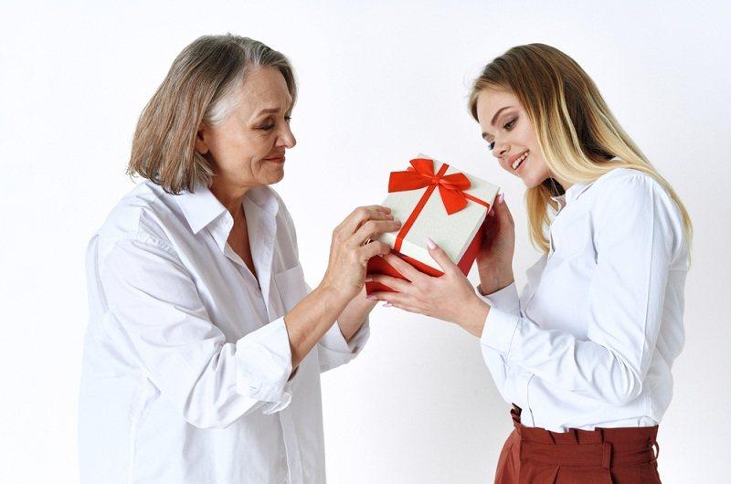 Невестка подарила свекрови подарок