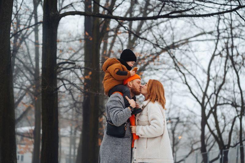 Муж, жена и ребенок - счастливый брак