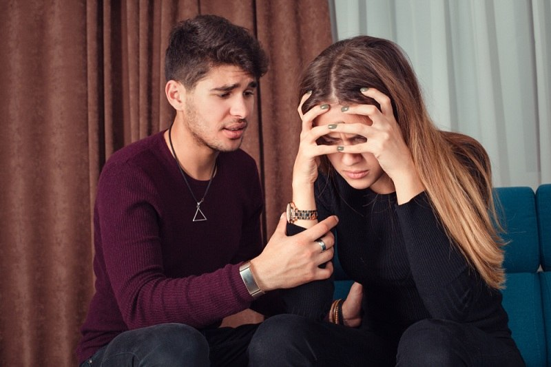 Парень просит простить свою девушку за свои поступки