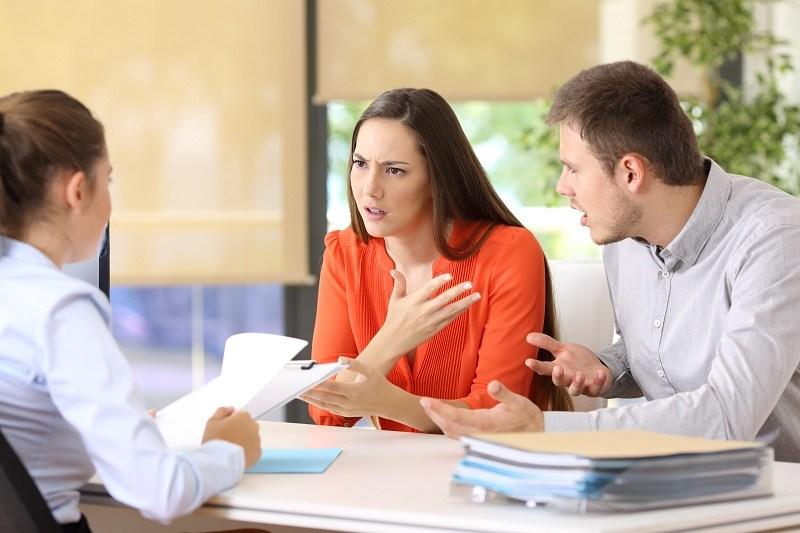 Супруги на бракоразводном процессе выясняют последние детали