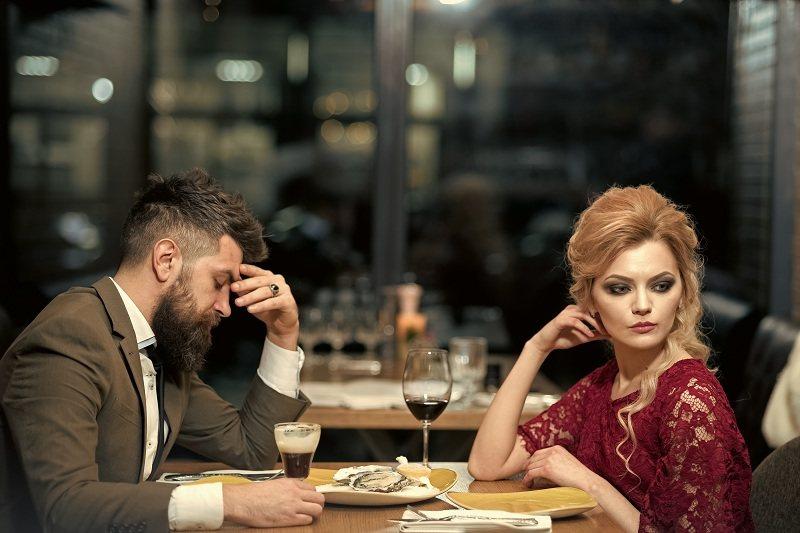 Супруги выясняют о причинах измен друг другу