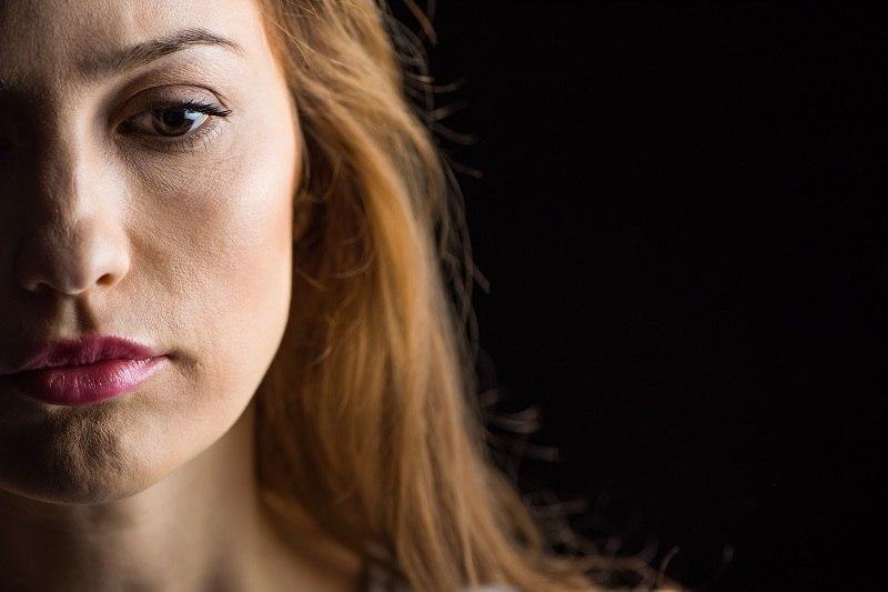 Женщина думает что делать дальше, если муж не хочет расставаться с любовницей
