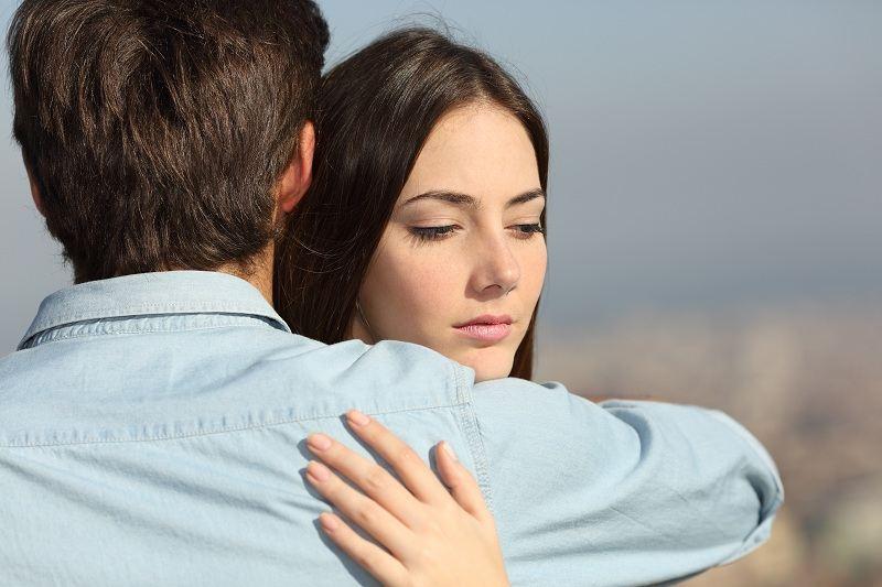 Муж просит прощения у жены за то что изменил