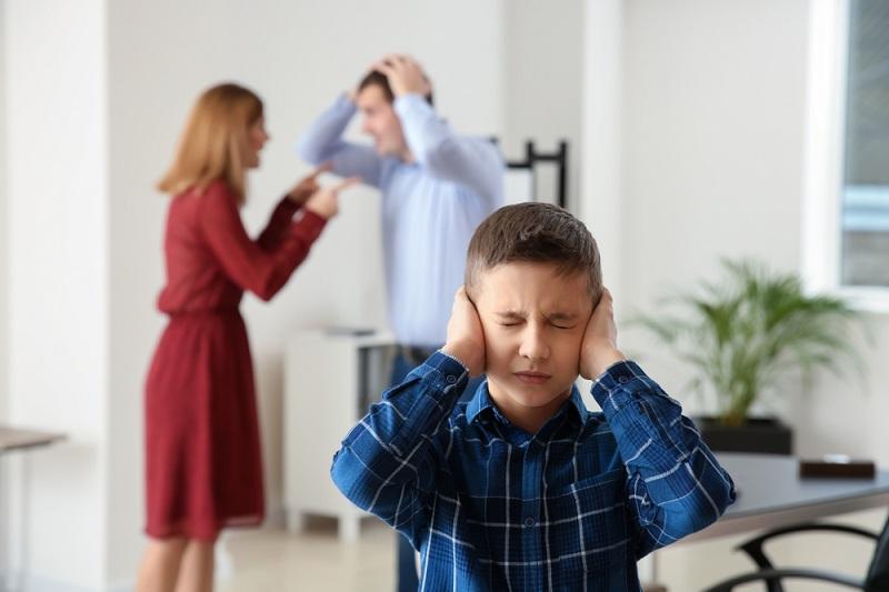Ребенок не хочет слышать как ссорятся его родители